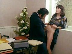 فتاة تصورها تنغمس في لعبة حميمة مع مواقع سكسي امهات رجل