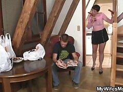 شقراء لديها متعة سكسي امهات محارم مع الرجال