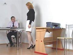 الفتاة - الشقراء تجلس سكسي يغتصب امه على وجه الرجل