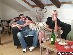 وقحة سوداء مع الحمار ام وابنه سكسي ضخمة يأخذ اثنين من الديكة بسرور