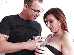 يمارس الجنس على طاولة سكسي الام والبن الصيف